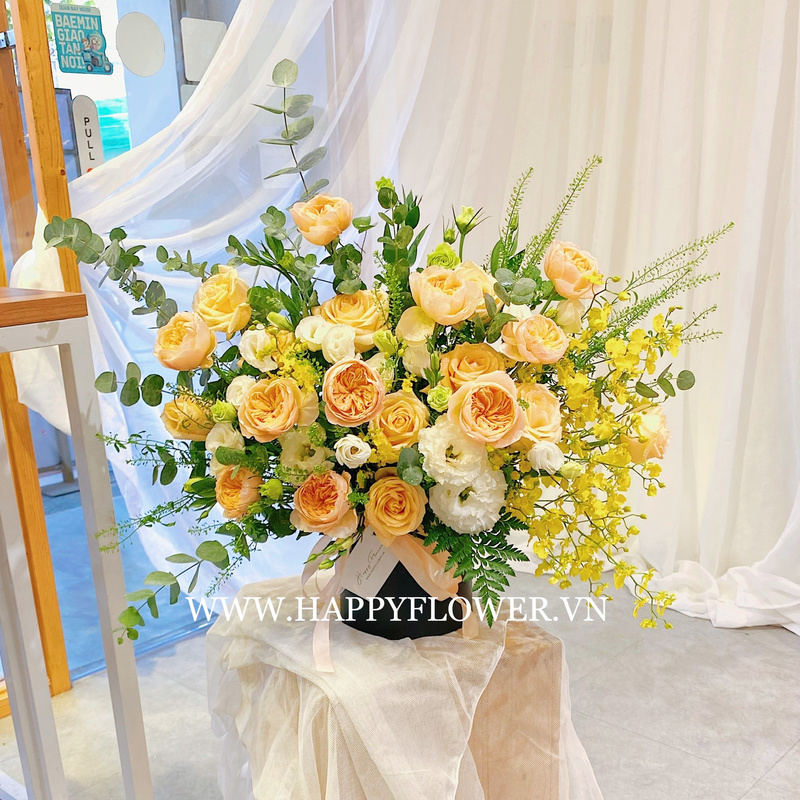 Giỏ hoa hồng màu vàng kem mix vàng chanh