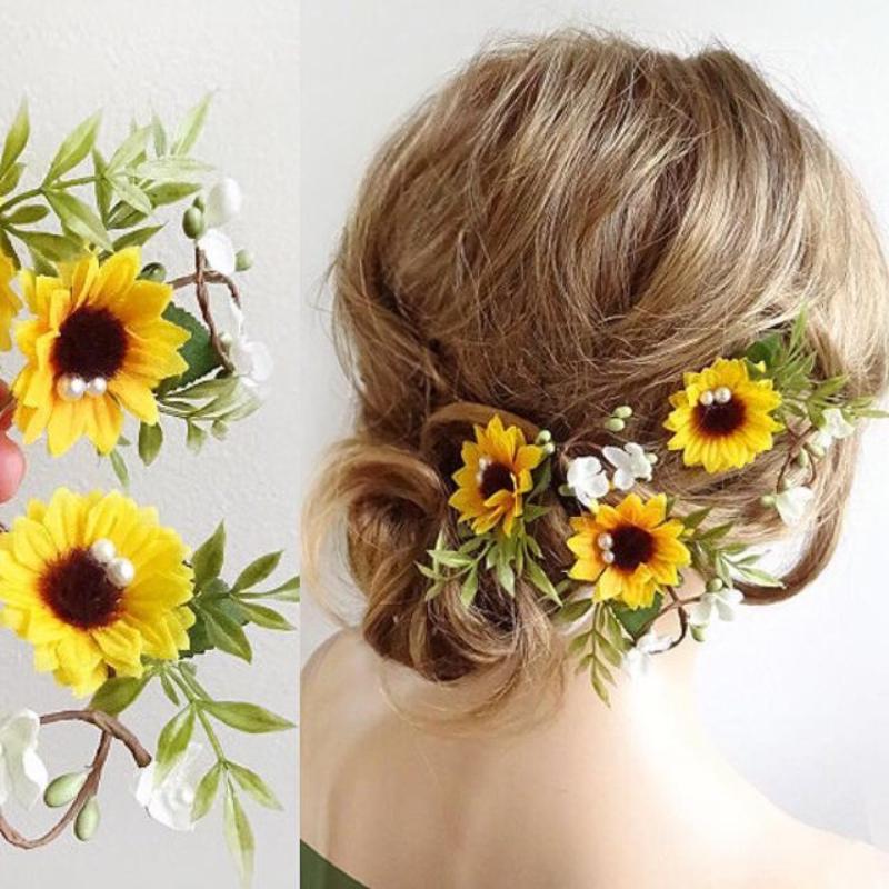 cài tóc bằng hoa hướng dương