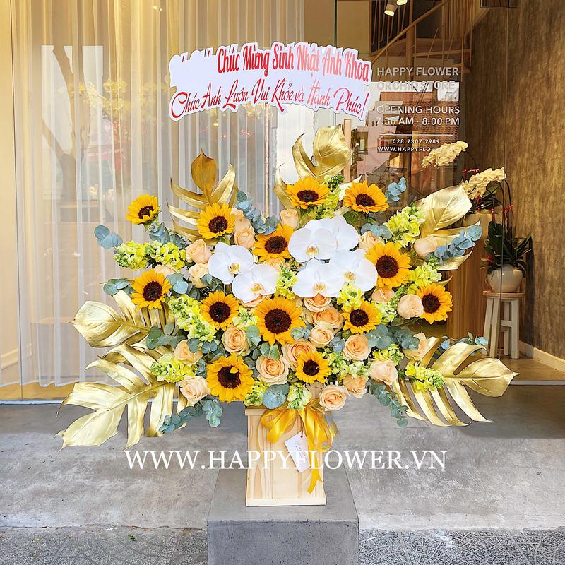 Hộp hoa cao hướng dương mix lan trắng giá bao nhiêu