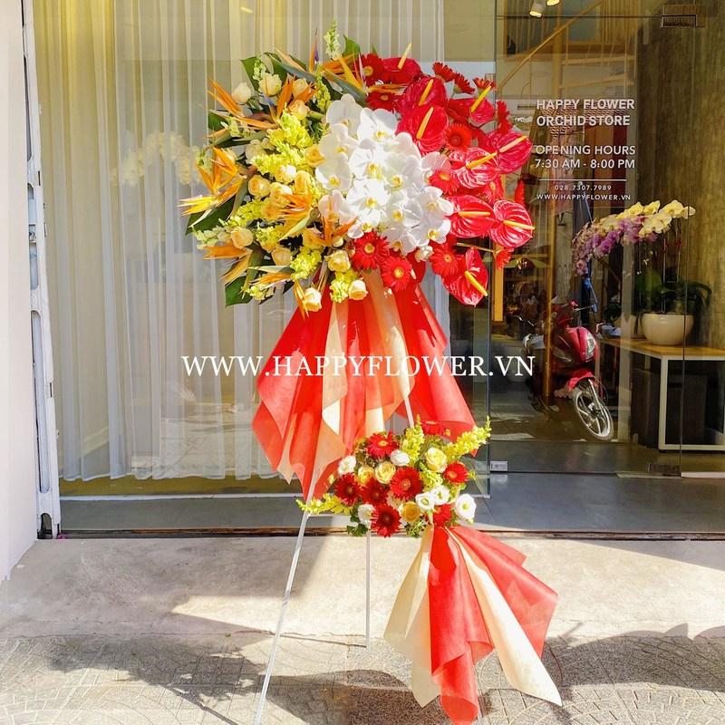 kệ hoa khai trương lan hồ điệp trắng mix hoa thiên điểu và hồng môn đỏ