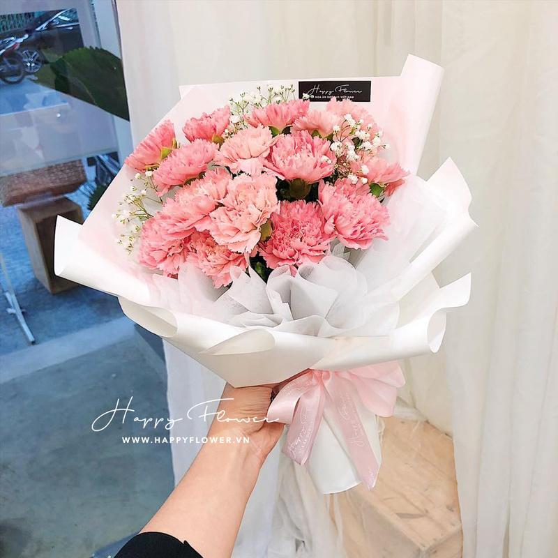 bó hoa cẩm chướng hồng mix giấy gói trắng