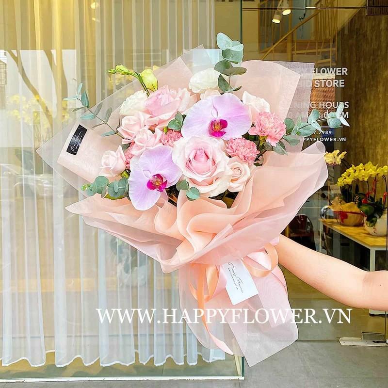 bó hoa lan hồ điệp màu hồng và hoa hồng