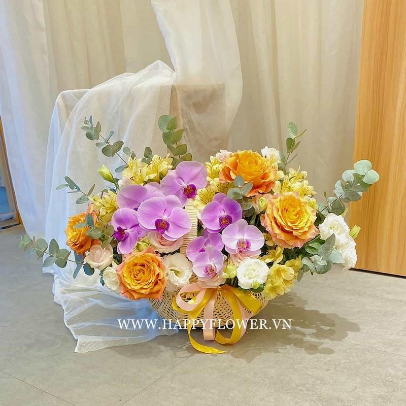 giỏ hoa lan màu tím phối hoa hồng