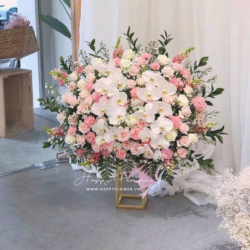 lẵng hoa lan hồ điệp màu trắng mix hoa hồng nhạt