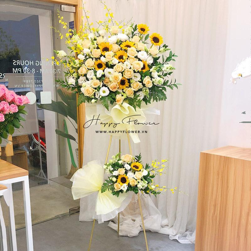 lẵng hoa sinh nhật 2 tầng hướng dương vàng mix hoa hồng màu kem và trắng