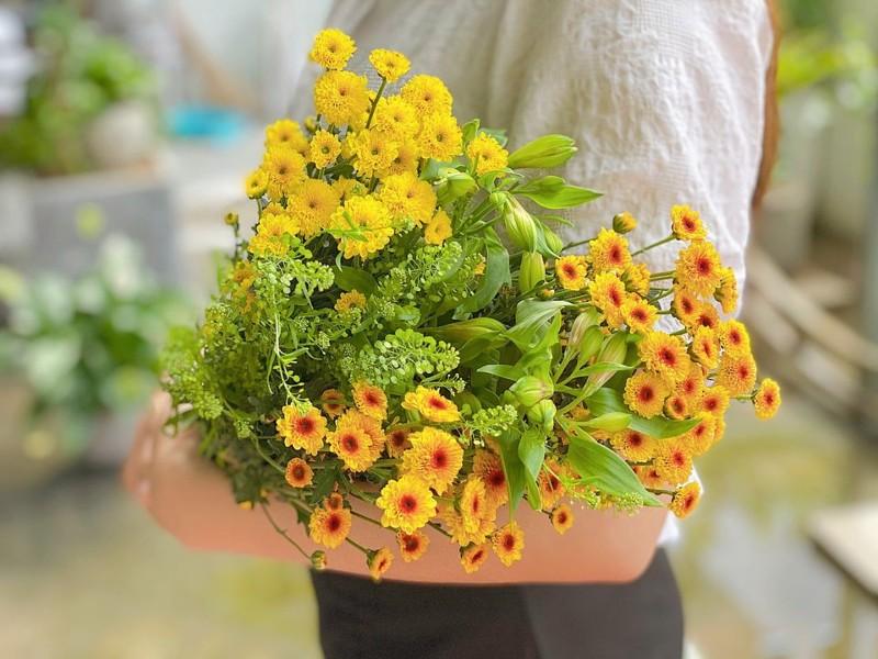 Hoa màu vàng cam phù hợp với người mệnh kim