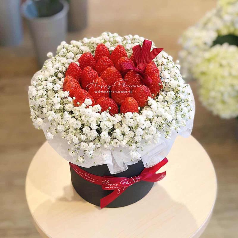 Hộp hoa sinh nhật cho bé gái hoa ăn được dâu tây mix hoa baby trắng