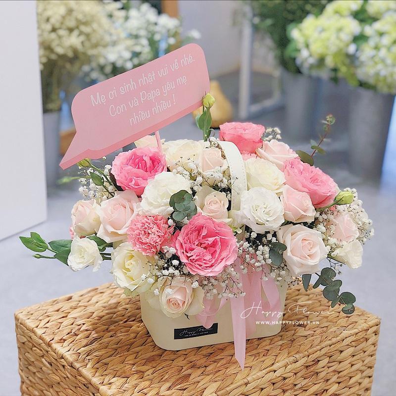 Giò hoa hồng màu hồng và trắng