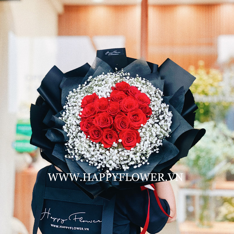 bó hoa hồng đỏ hình trái tim mix hoa baby trắng
