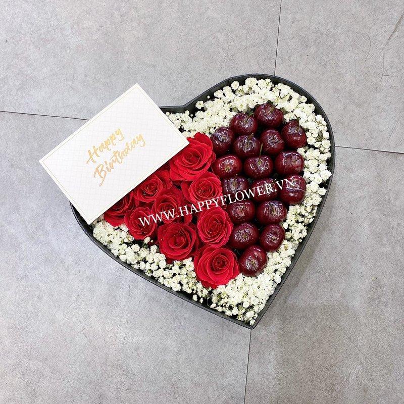 hộp hoa sinh nhật hình trái tim hoa hồng mix cherry và hoa baby trắng