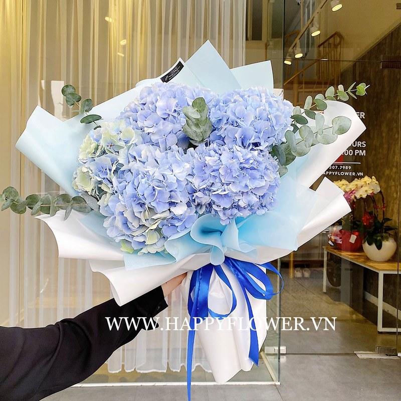 bó hoa gồm 5 bông cẩm tú cầu xanh nhạt nhập khẩu từ Hà Lan mix cùng lá bạc