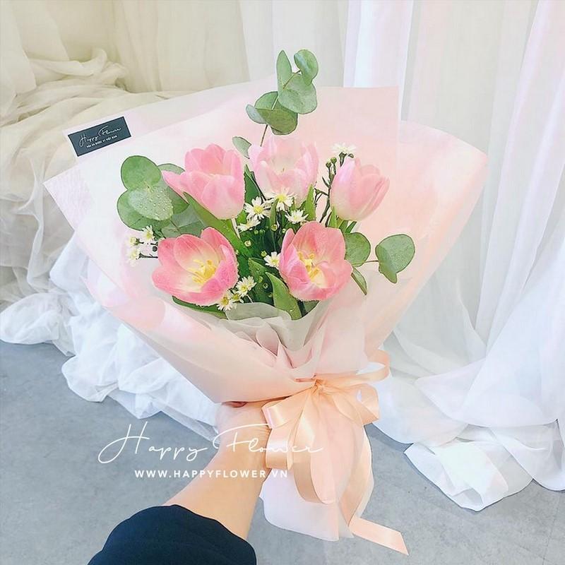 5 bông hoa tulip khoe sắc
