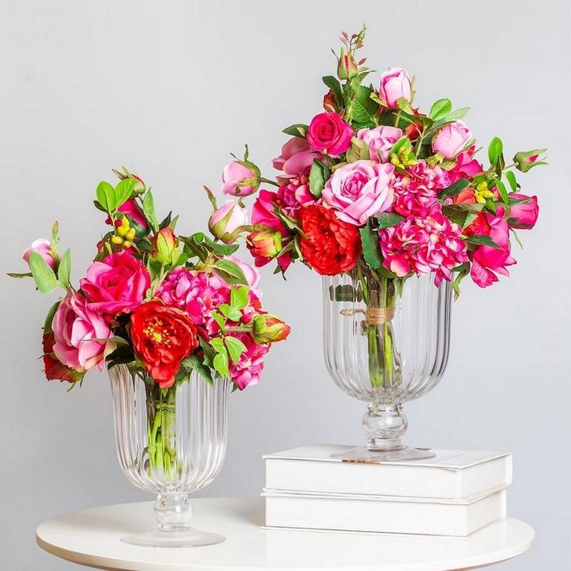 Bình hoa hồng màu hồng