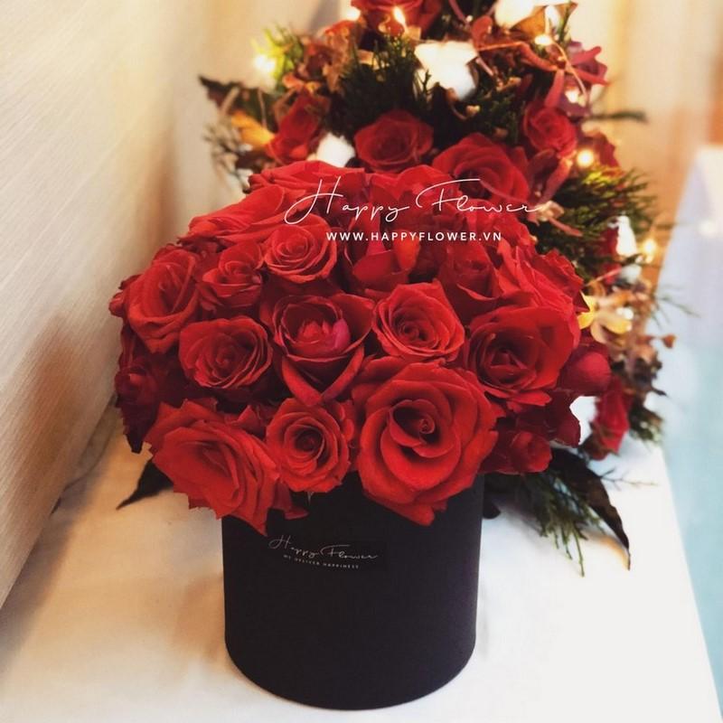 Hộp hoa hồng đỏ tượng trung cho tình yêu