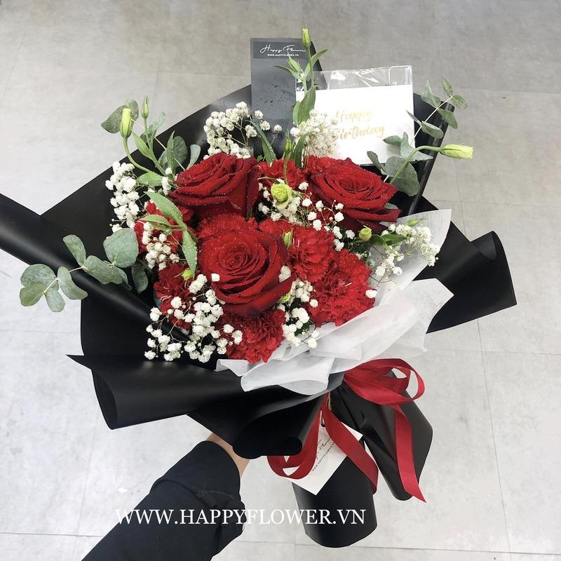 bó hoa hồng đỏ rực rỡ mix hoa baby trắng