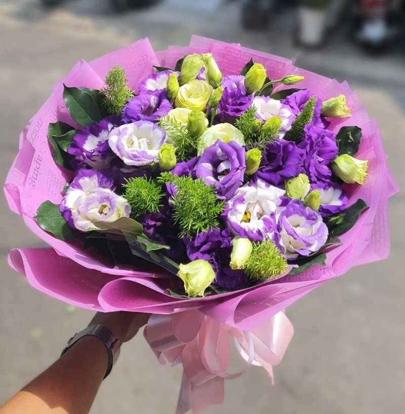bó hoa Cát tường tím mix hoa hồng xanh lá