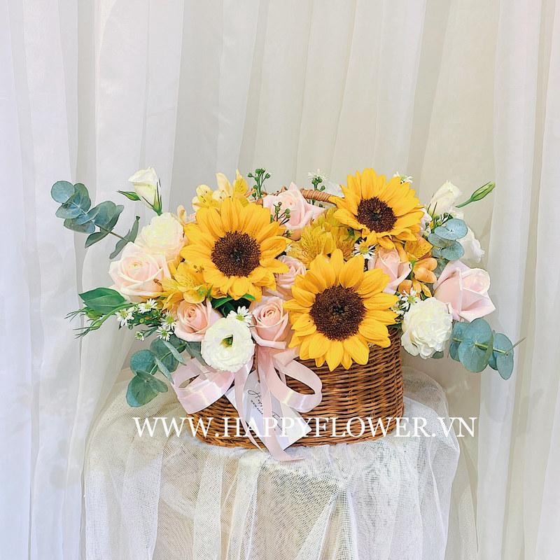 giỏ hoa sinh nhật tháng 3 hướng dương vàng mix hoa hồng pastel