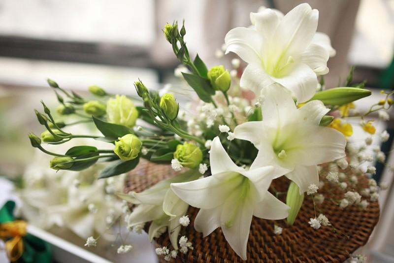 bó hoa loa kèn màu trắng đẹp