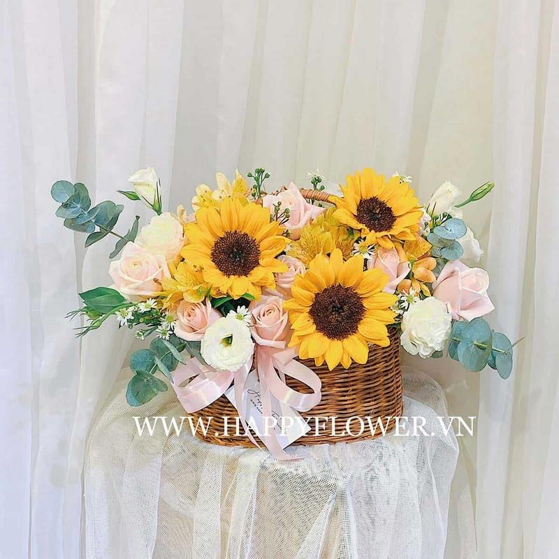 giỏ hoa hướng dương nhỏ phối hoa hồng