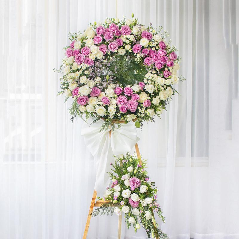 Kệ hoa tang lễ hoa hồng trắng mix hoa hồng tím
