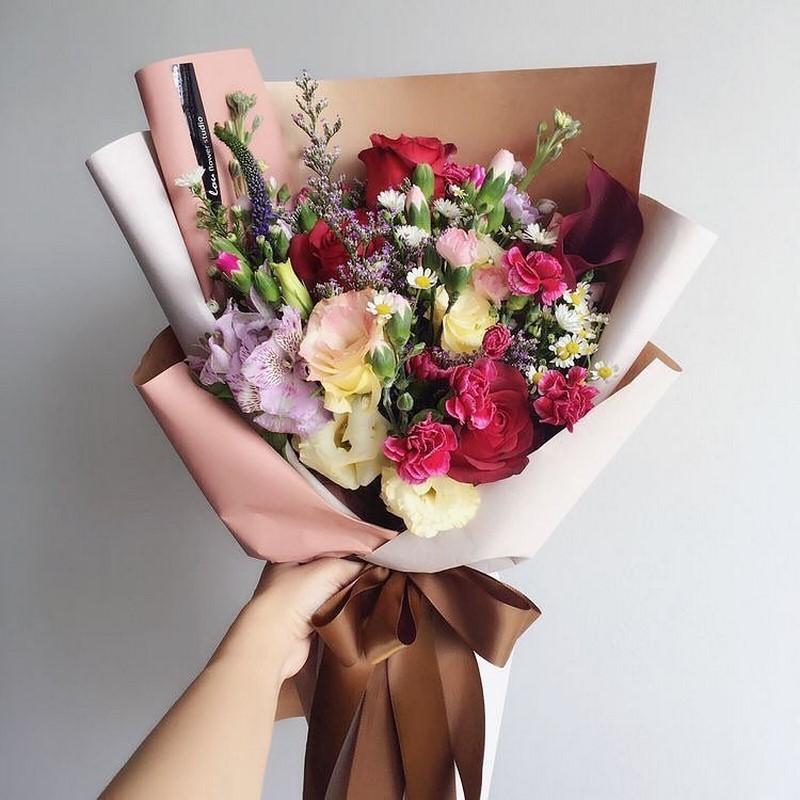 bó hoa cát tường hồng và hoa hồng