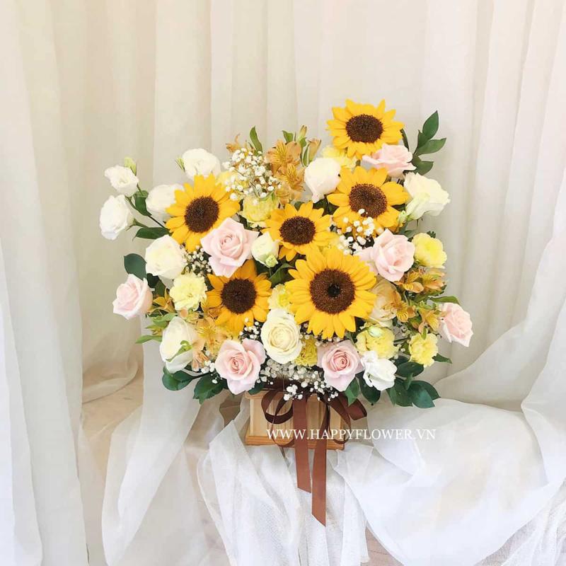 hộp hoa tốt nghiệp hoa hồng pastel mix hoa hướng dương vàng