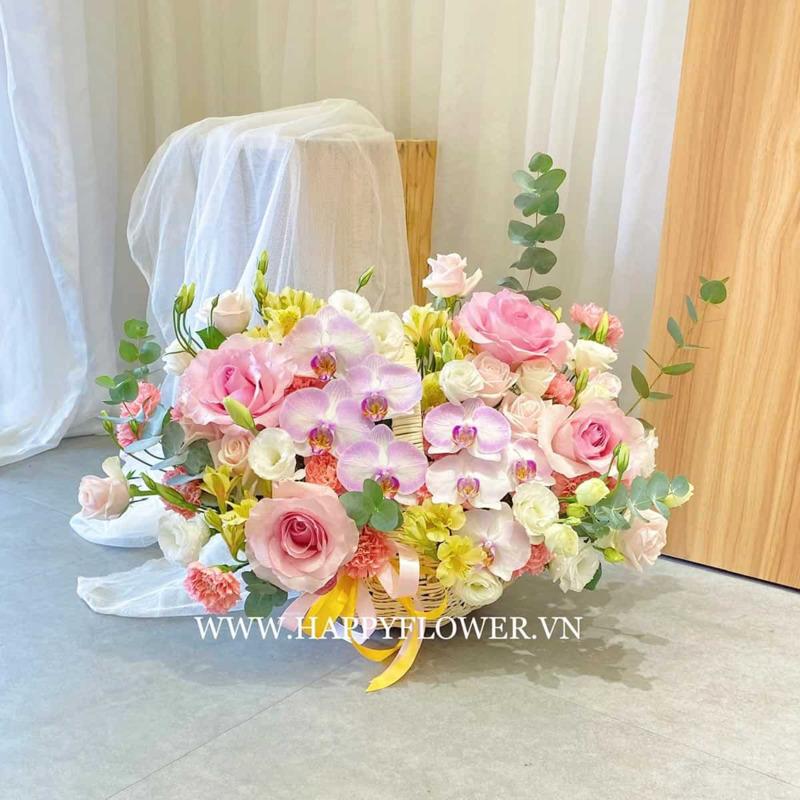 giỏ hoa tốt nghiệp hoa hồng mix lan hồ điệp tím