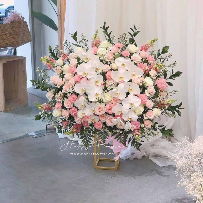 Lan hồ điệp trắng kết hợp với hoa hồng cực đẹp