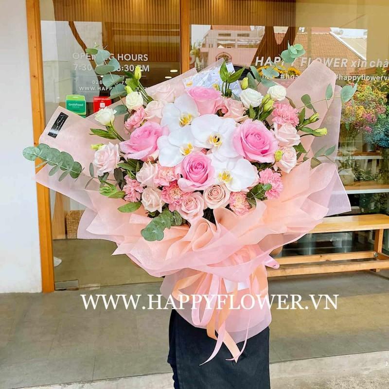 Bó hoa lan trắng và hoa hồng tặng sinh nhật mẹ