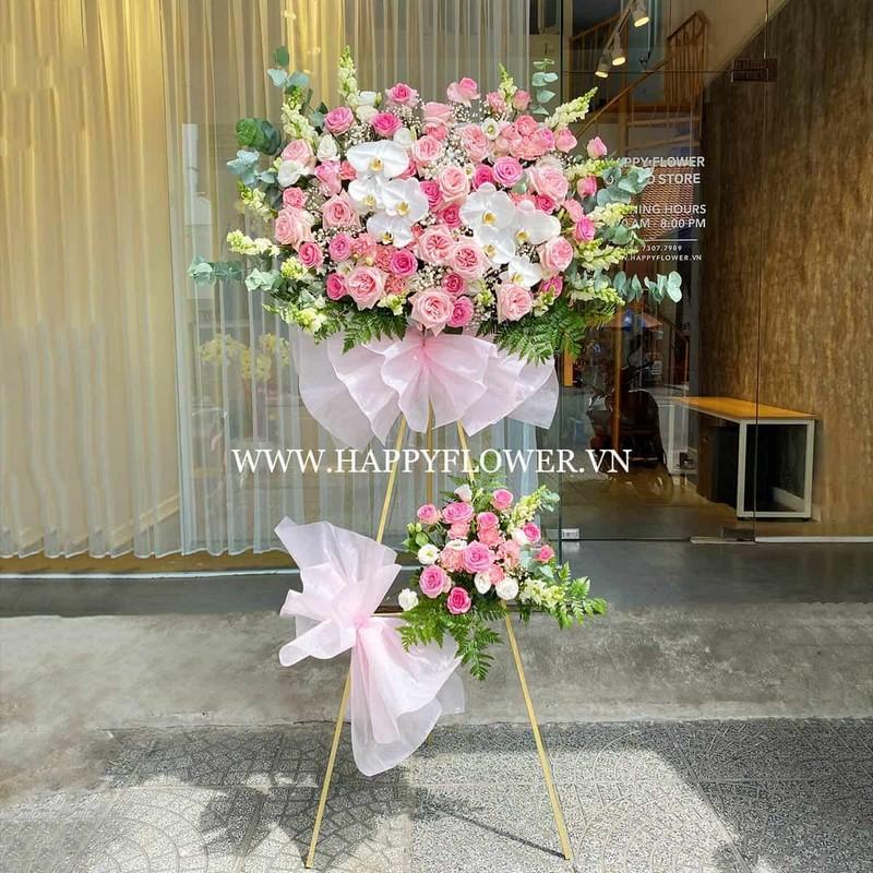 lẵng hoa hồng 2 tầng mix lan hồ điệp trắng