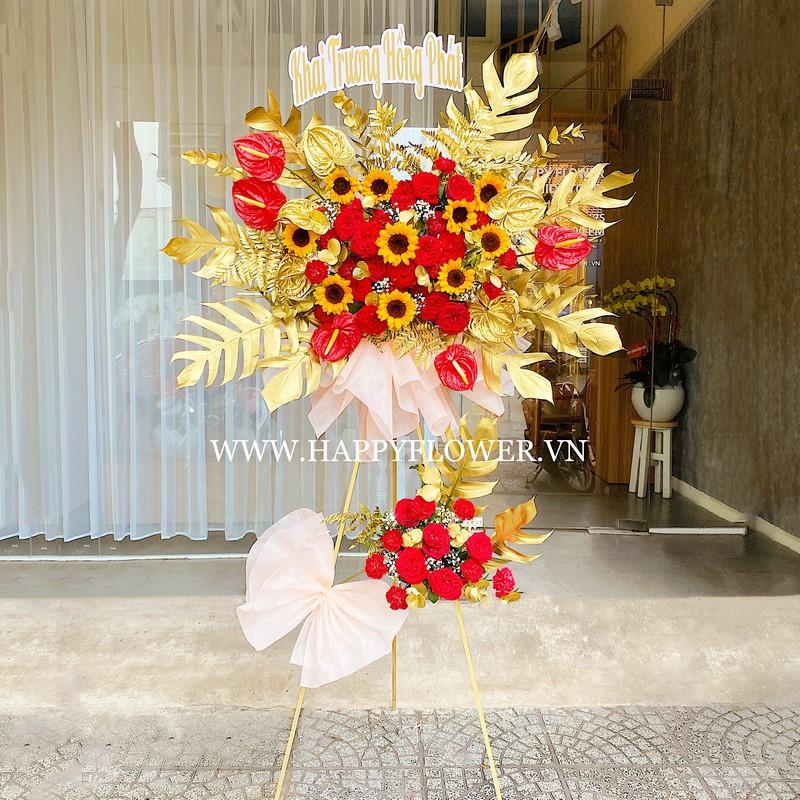 lẵng hoa hướng dương màu vàng và hoa đỏ đẹp rực rỡ
