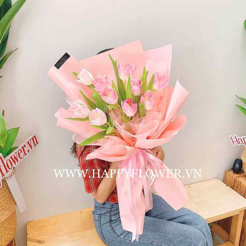 bó hoa tulip 20/11 giấy hồng