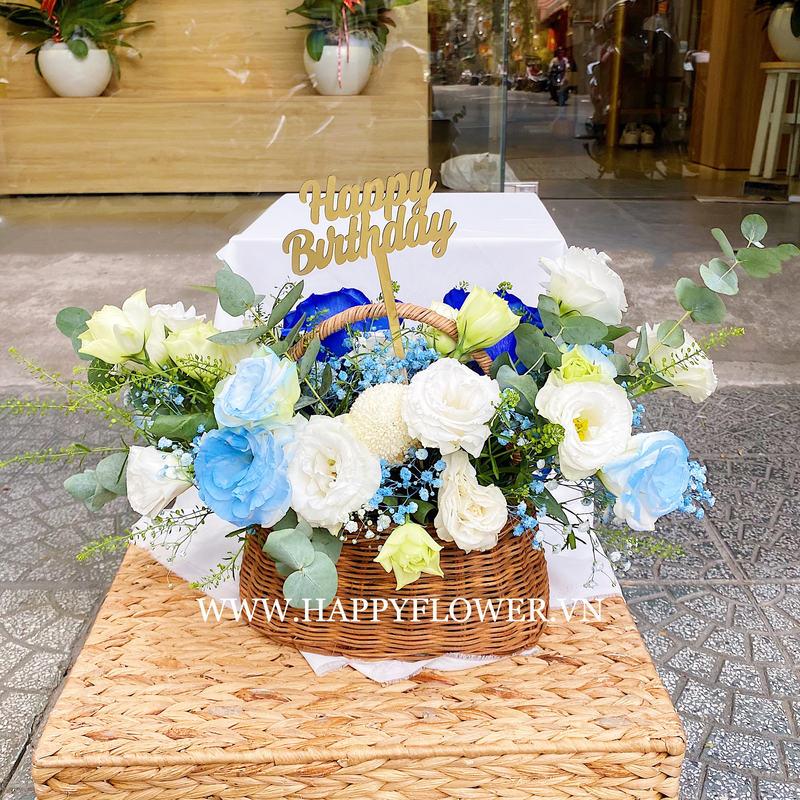 Giỏ hoa hồng trắng mix hoa bay xanh và hồng xanh tặng sinh nhật tinh tế
